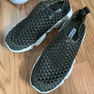 Brand new cape Robbin net sneaker